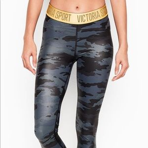 Victoria Secret High Rise 7/8 Camo Tight